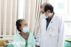Lấy sỏi thận qua da, tán sỏi nội soi lấy sỏi niệu quản cho bệnh nhân
