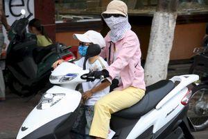 Vị trí ngồi nguy hiểm và an toàn nhất cho trẻ nhỏ trên xe máy