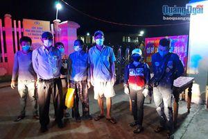 Cảnh sát Giao thông Công an tỉnh: Bắt ô tô chở người từ vùng dịch vượt chốt