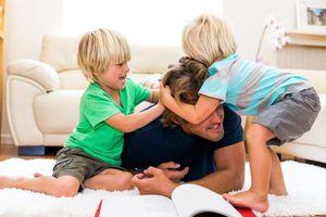 Cách dạy con từ bỏ hành vi đánh bạn