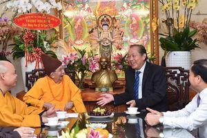 Phó Thủ tướng Thường trực Chính phủ Trương Hòa Bình thăm, chúc mừng Vu lan báo hiếu