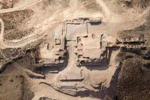 Khai quật mật thất 4.300 năm, nhà khảo cổ... rợn người
