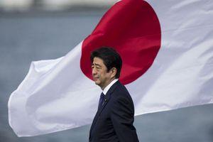 Abe Shinzo - Người khổng lồ rời bỏ chính trường Nhật Bản