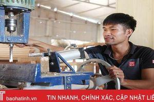 Từ chàng sinh viên lầm lỡ thành ông chủ xưởng nội thất gỗ lớn ở Hà Tĩnh