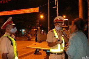 Sơn La: Bị CSGT dừng xe trong đêm, nhiều 'ma men' năn nỉ... xin bỏ qua