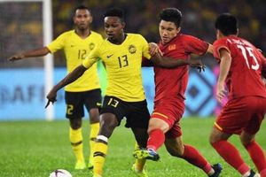 Hành động như Messi, tuyển thủ Malaysia nhận trái đắng