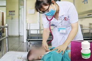 Trẻ 3 tháng tuổi ngộ độc thuốc nhỏ mũi