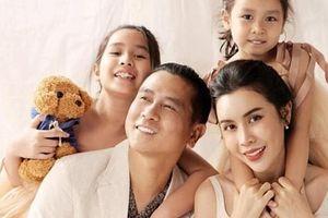 Lưu Hương Giang khoe ảnh gia đình hạnh phúc, 2 cô con gái lấn át cả bố mẹ