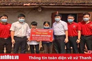Đoàn thanh niên các chi nhánh Agribank Thanh Hóa trao tặng kinh phí hỗ trợ học sinh có hoàn cảnh khó khăn