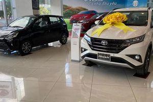 Ôtô nhập tràn về, giá vẫn chưa giảm