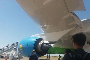 Dịch COVID-19: Các công dân Việt Nam tại Uzbekistan vỡ òa hạnh phúc khi về tới quê hương