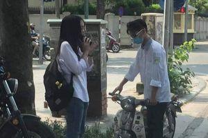 Nam sinh 'số nhọ' nhất mùa khai giảng năm nay: Hào hứng chở bạn gái đến trường dự lễ và cái kết sau đó khiến CĐM không thể nhịn cười