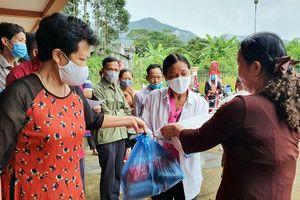 Trao tặng 130 suất quà cho người nghèo huyện Bình Liêu