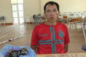 Đối tượng buôn ma túy bị 'đánh úp' giữa đồng