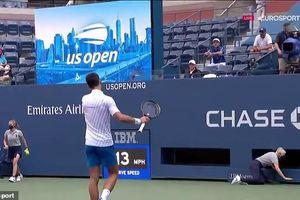 Novak Djokovic bị loại vì nóng nảy