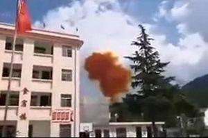 Bộ phận tên lửa Trung Quốc gặp nạn, suýt rơi trúng trường học