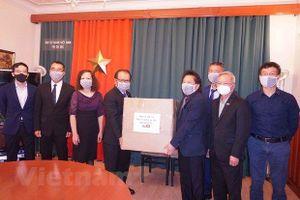 Hỗ trợ khẩu trang y tế cho cộng đồng người Việt tại CH. Czech