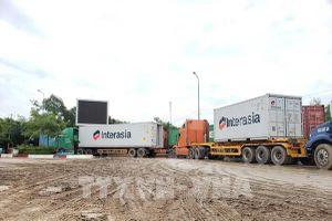 Doanh nghiệp vận chuyển hàng sang Cửa khẩu quốc tế Bình Hiệp tránh ách tắc
