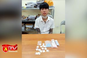 Kiểm tra xe ô tô nghi vấn phát hiện ra ma túy