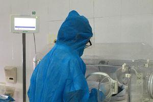 Sản phụ mắc Covid-19 hạ sinh bé trai khỏe mạnh trong khu cách ly