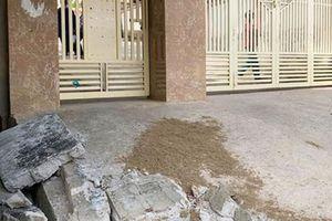 Sập bờ tường trước cổng trường, một học sinh lớp 5 tử vong trong giờ ra chơi