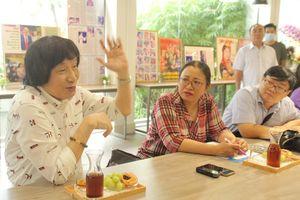 NSND Minh Vương tặng nhiều tư liệu quý giá để phát huy nghệ thuật sân khấu cải lương