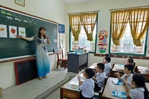 9 huyện thị Bình Thuận trả tăng giờ cho giáo viên, sao Phan Thiết lại ngoại lệ?