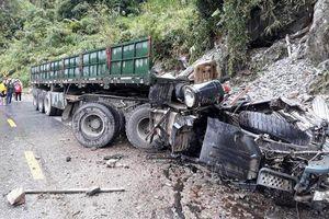 Lai Châu: Xe đầu kéo mất phanh khi đổ đèo, hai người tử vong