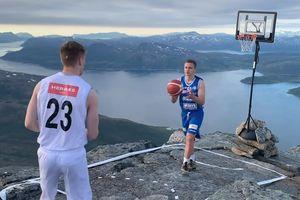 Trận đấu bóng rổ trên độ cao 1000m tại Na Uy