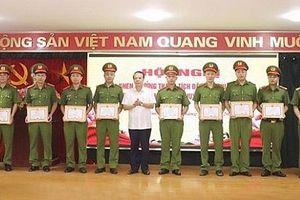 Khen thưởng CA huyện Gia Lâm vì có thành tích trong điều tra, khám phá vụ án