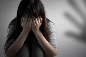 Vào quán hát nghi hiếp dâm nữ nhân viên 15 tuổi