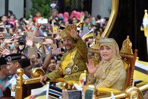 Có gì trong bữa tiệc xa hoa dài 2 tuần của Quốc vương Brunei, riêng 17 triệu đô chi cho việc mời ông hoàng nhạc Pop Michael Jackson?