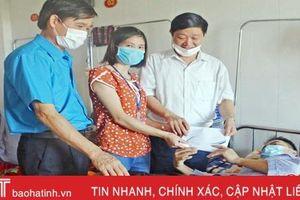 Công đoàn các cấp, ngành ở Hà Tĩnh hỗ trợ 2 gia đình đoàn viên khó khăn
