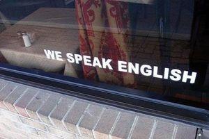 Cửa hàng Mỹ bị chửi bới vì thu tiền khách không nói được tiếng Anh