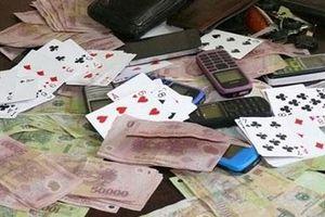 19 người đánh bạc trong tầng hầm