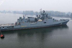 Nga điều tàu chiến theo sát tàu Mỹ