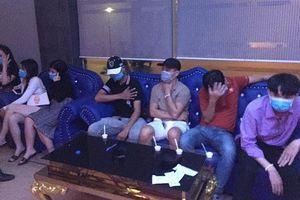 Bắt quả tang 7 thanh niên 'bay lắc' trong quán karaoke RuBy