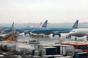 Nhiều chuyến bay bị chậm, hủy do bão số 5