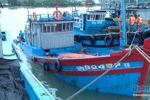 Quảng Ngãi- Ảnh hưởng bão số 5, một tàu cá bị chìm