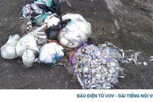 Vứt rác thải y tế bừa bãi ven tuyến BOT Thái Nguyên – Chợ Mới (Bắc Kạn)