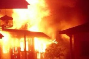 Cậu bé 14 tuổi châm lửa đốt nhà bà ngoại trong đêm tối, lời giải thích của đứa trẻ khiến cả gia đình rụng rời chân tay