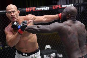 Võ sĩ UFC ra đòn như 'vũ bão' khiến đối thủ lãnh 22 cú đấm và gục trong vài giây