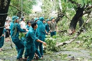 Bộ đội, dân quân nỗ lực giúp dân
