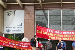 TPHCM: Nhà đầu tư căng băng rôn đòi quyền lợi tại dự án Citilight