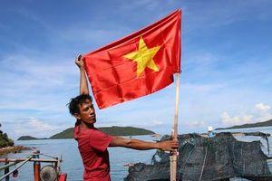 Cờ Tổ quốc đến với ngư dân quần đảo Nam Du