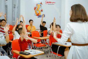 Học IELTS, chọn giáo viên nước ngoài hay người Việt?