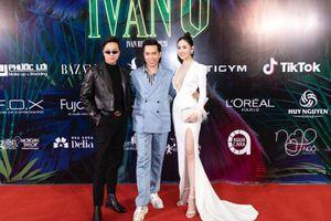 Dàn 'chân dài' đình đám đổ bộ show thời trang của NTK Ivan Trần