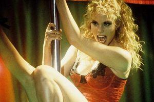 Cảnh phim 'Showgirls' khiến nữ diễn viên ám ảnh suốt 25 năm