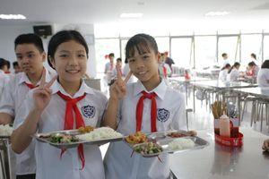 Học sinh đến trường được ăn bán trú ra sao?