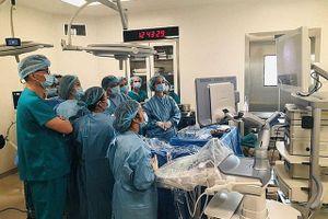 Chuyển giao kỹ thuật điều trị y học từ trong bào thai